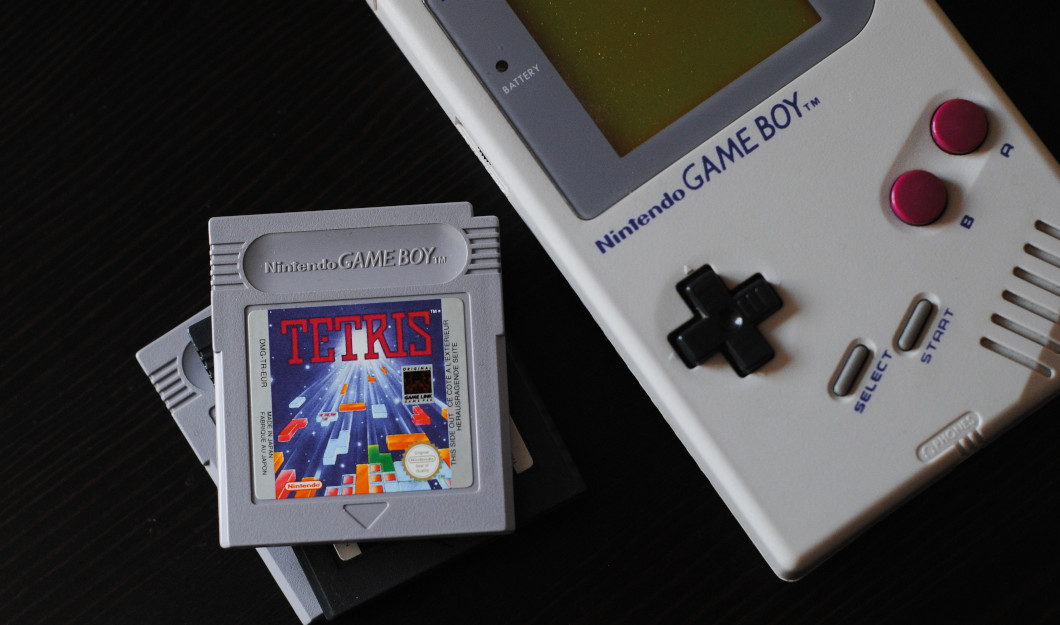Gameboy - Quelle: unsplash.com - Hello I'm Nik